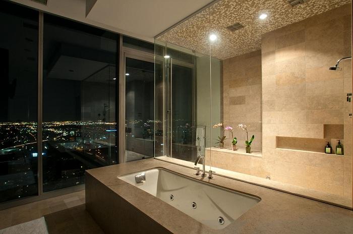 Отменное оформление ванной комнаты в цвете золотой песок, то что позволит по настоящему украсить интерьер.