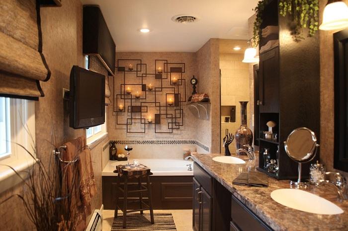 Интересный интерьер ванной комнаты в кофейных тонах, который просто и отлично впишется в обстановку любой квартиры.
