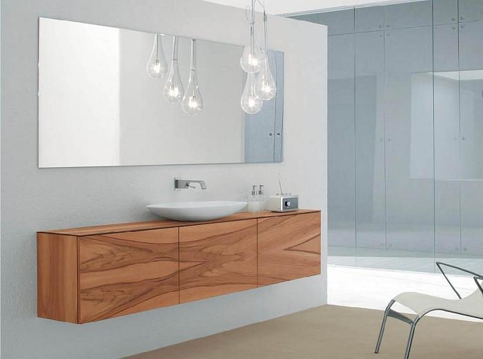 Просто хороший интерьер ванной комнаты, который станет оригинальным вариантом оформления комнаты для принятия водных процедур.