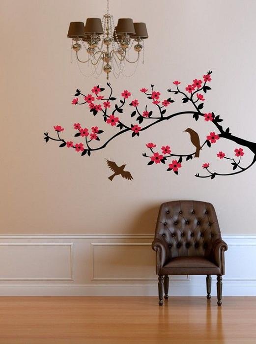 На стене в комнате расцвела ветка с прекрасными яркими цветами.