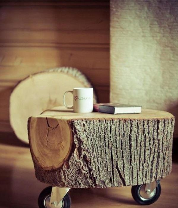 Интересная тумба, которая выполнена с части дерева, хороший вариант для гостиной.