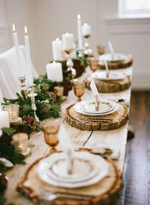 Очень яркое и необыкновенное оформление праздничного стола при помощи элементов с натурального дерева.