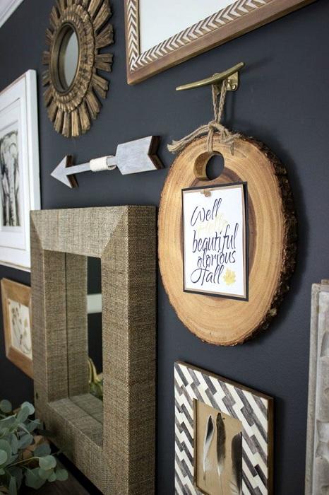 Интересное оформление стены деревянными элементами, что украсят любой интерьер комнаты.