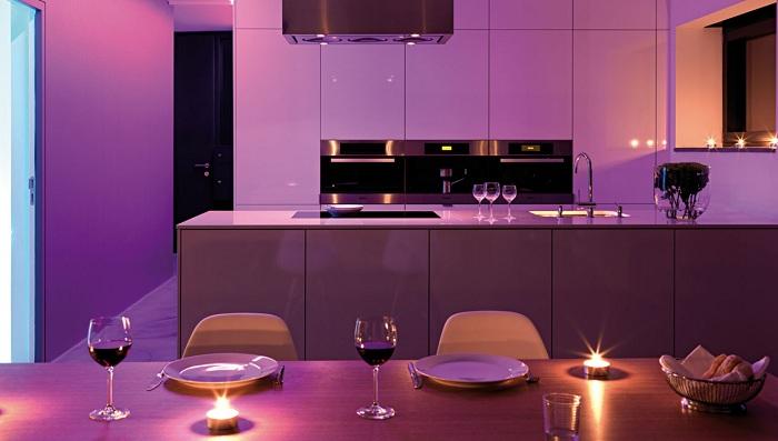 Отличный пример оформления интерьера в романтических лиловых тонах, что однозначно понравятся.