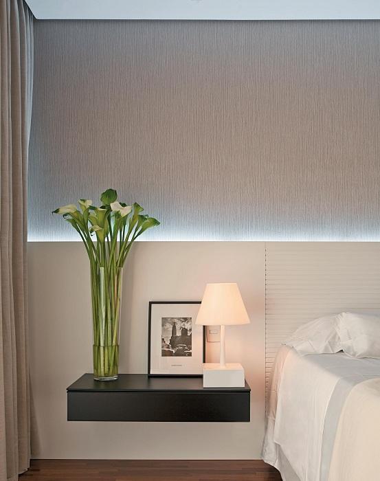 Интересный элемент - легкое ненавязчивое освещение в спальной, что создаст дополнительную легкость.