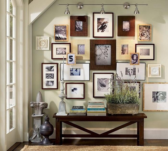 Оригинальный вариант декорирования комнаты при помощи рамок, что точно понравится.