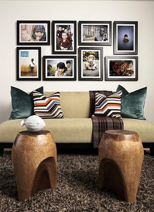 Крутое решение создать уютную атмосферу в гостиной при помощи размещения фотографий.
