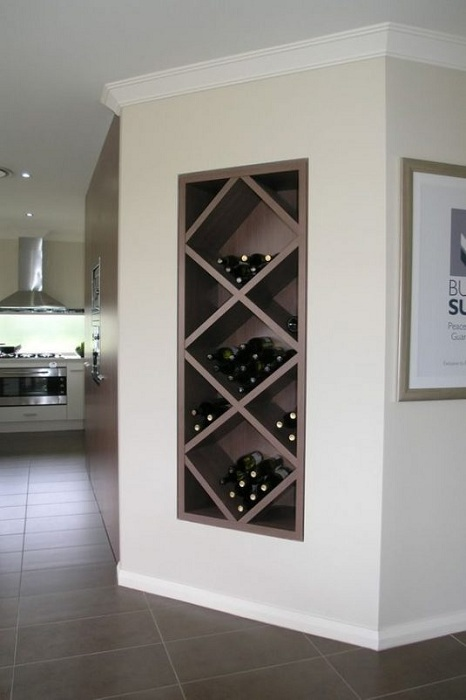 Хороший вариант преобразить интерьер и создать удачное место для хранения вина.