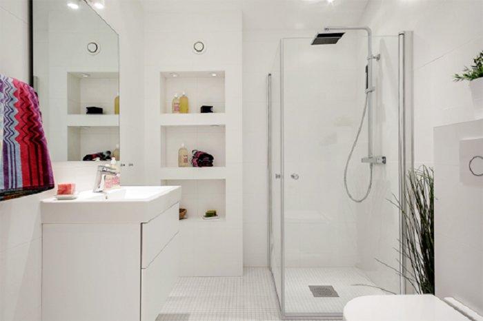 Оптимизировать пространство при помощи оригинальных ниш в ванной комнате.