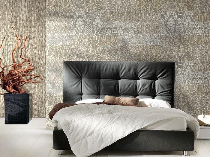 Серые обои с мелким узором в бело-бежевых тонах, отлично подчеркнут индивидуальный стиль спальни.
