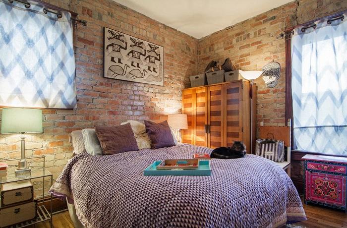 Кирпичные стены сохраняют свою потрясающую живую текстуру.