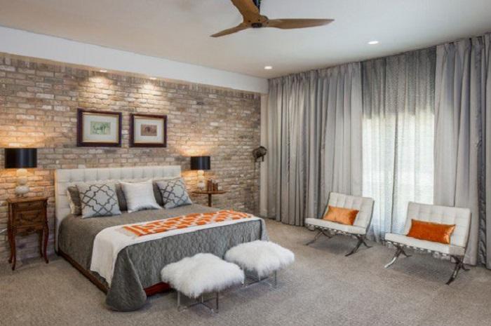 Оформление спальни в серых тонах с прекрасной кирпичной кладкой.