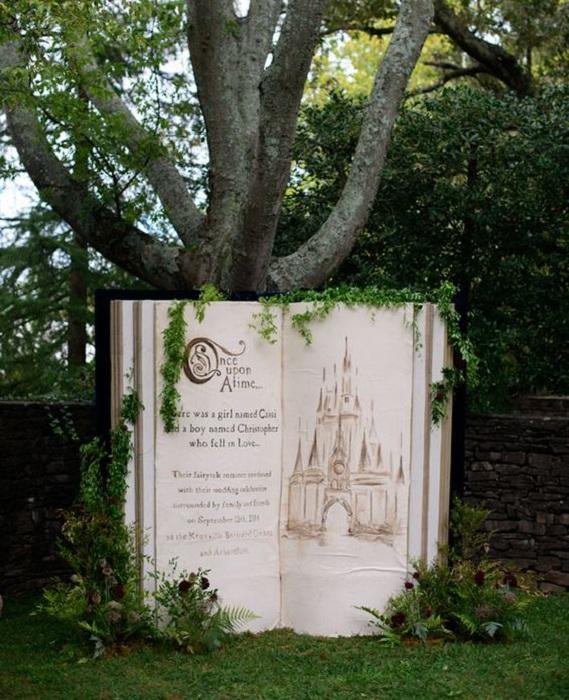 Прекрасная обстановка для фотосессии с необыкновенной книгой жизни, то что понравится.