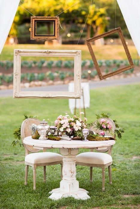 Места для двоих - свадебная обстановка и положительное настроение просто гарантировано.