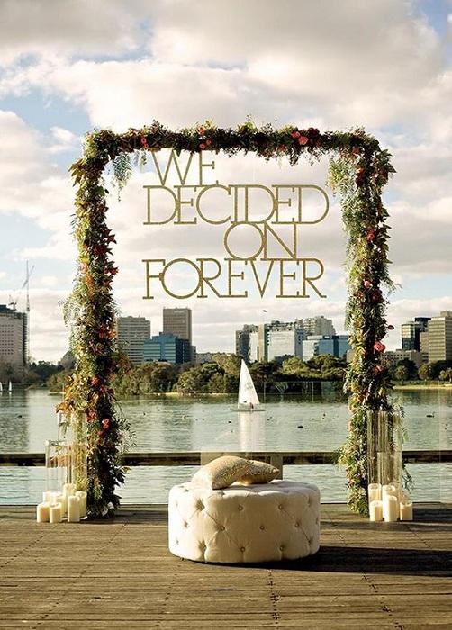 Такой интересный фон для свадебной фотосъемки в виде вида на мегаполис, станет просто невероятной находкой.