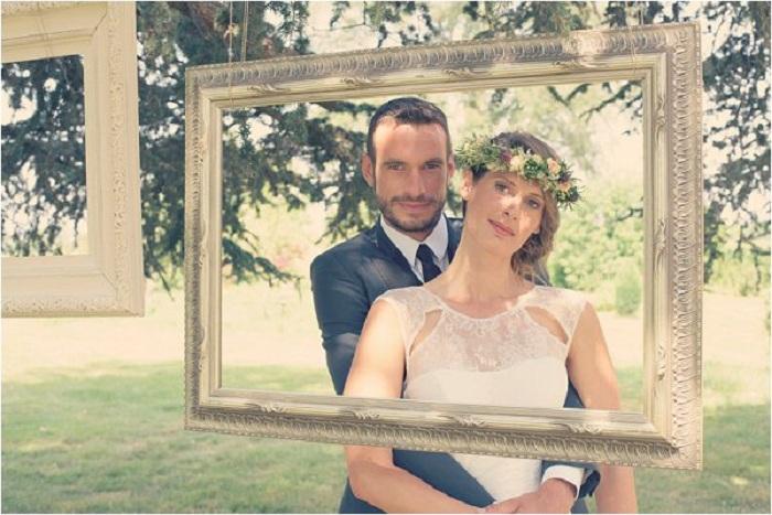 Интересный вариант оформить свадебную фотосъемку различными красивыми рамками.