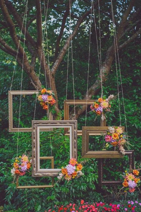 Красивые подвесные рамки, станут просто интересным моментом в оформлении фотосессии.