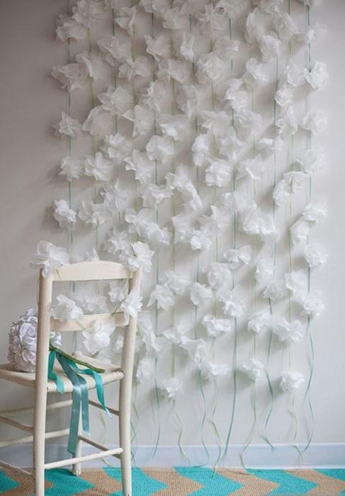 Оптимальное оформление стены с нотками нежности, что может быть еще лучше.