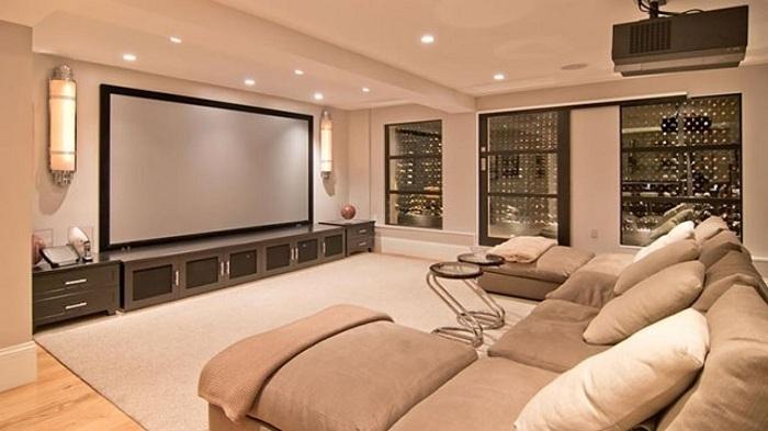 Специальная комната для просмотра любимых фильмов и сериалом - порадует любителей такого отдыха.