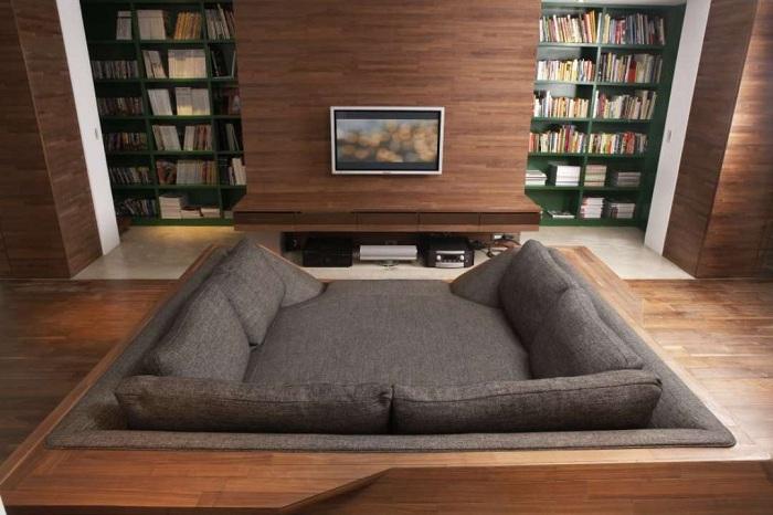 Укромное место в доме - создано специально для отдыха и чтения интересных книг.