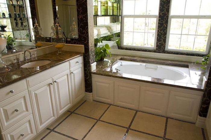 Отличное решение создать удачный интерьер в ванной комнате с помощью добавления коричневых оттенков.