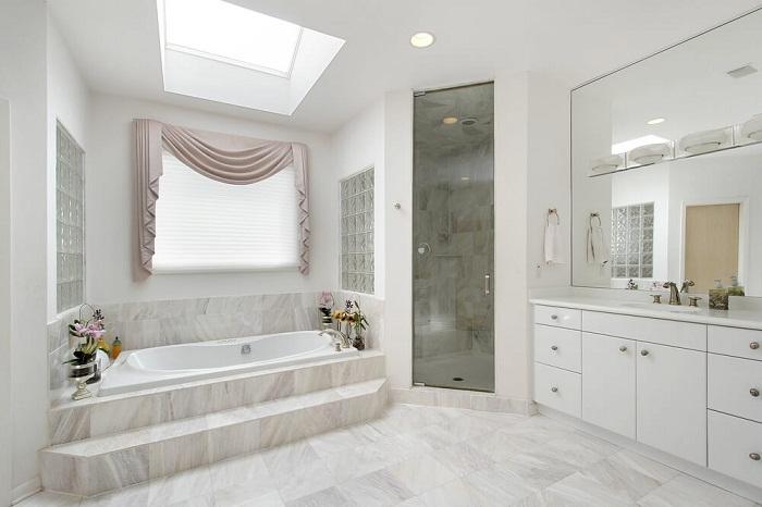 Преображение ванной комнаты при помощи необычного и очень нежного интерьера, что оставит отпечаток в вашей памяти.