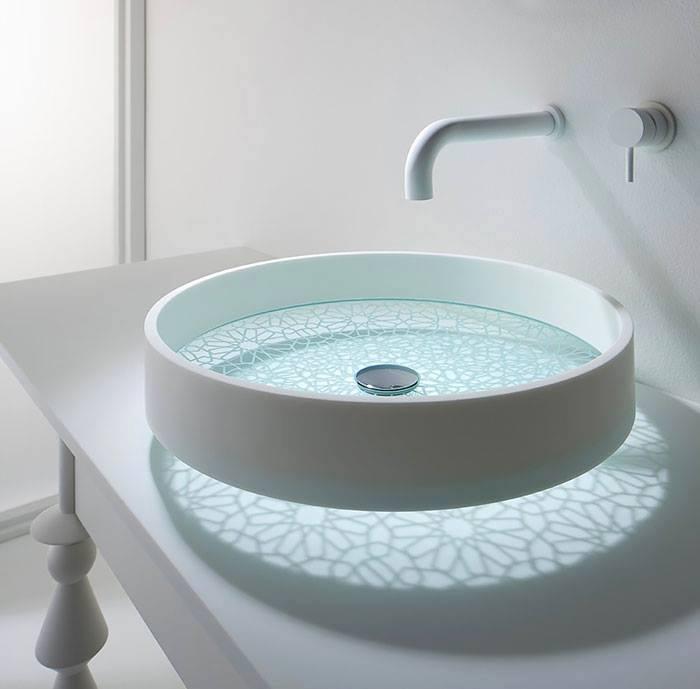 Оформление ванной комнаты с такой утонченной и стильной раковиной, что может быть еще лучше.