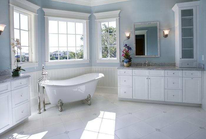 Суперский и необыкновенный интерьер в белых тонах, что выглядит достойно и прекрасно.