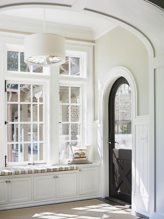 Хорошенькое решение для декорирования комнаты в светлых оттенках, что создаст прекрасное настроение.
