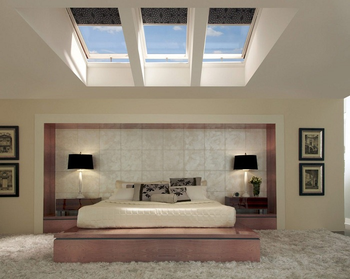 Уютная комната которая идеально впишется в интерьер дома, с красивыми мансардными окнами.