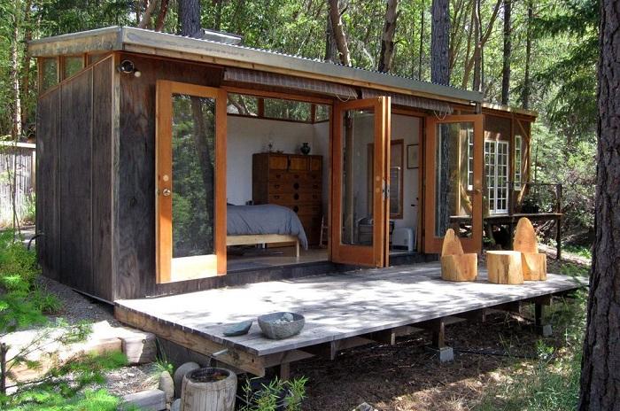 Невероятно простое оформление дома в лесной местности подарит возможность по-настоящему отдохнуть и набраться сил.