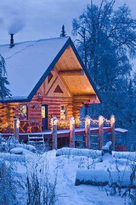 Красивый деревянный домик - это то место, где, действительно, можно прекрасно провести время и расслабиться.