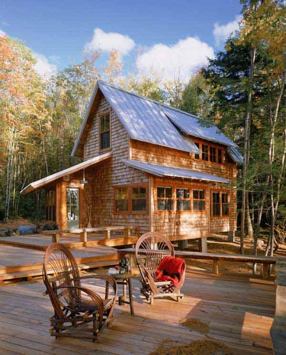 Милый дом с деревянным корпусом и открытой палубой позволит проводить больше времени на открытом воздухе, особенно в солнечные дни.