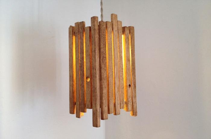 Хороший вариант создать простой и милый деревянный светильник, что точно впечатлит.
