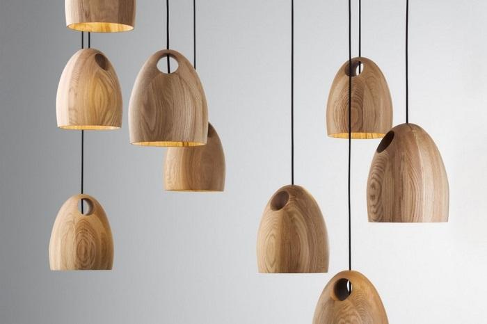 Симпатичный вариант создать просто прекрасный интерьер благодаря оригинальным деревянным люстрам.