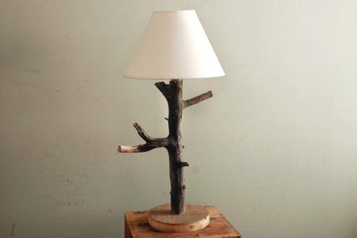Хорошее и удачное решение создать такой красивый светильник, который придется по душе многим.