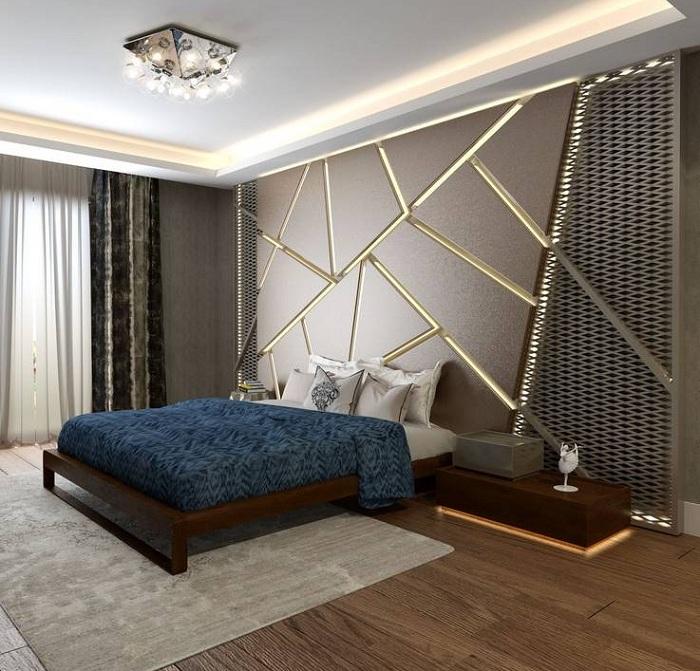 Спальня преображена благодаря крутой кровати на деревянной платформе, что позволяет создать необыкновенный интерьер.