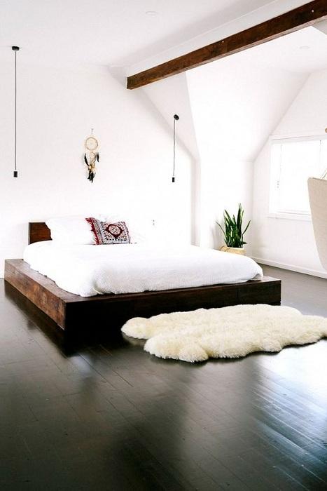 Хороший вариант обустроить спальню и создать теплую и уютную атмосферу.