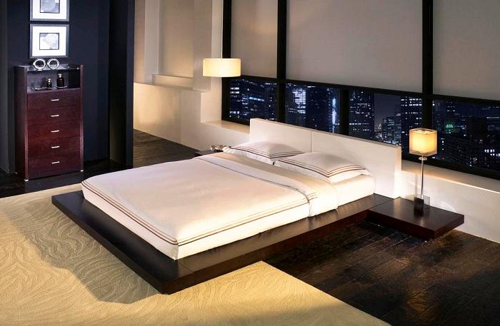 Прекрасный декор спальной в сдержанных тонах и с оригинальной кроватью.