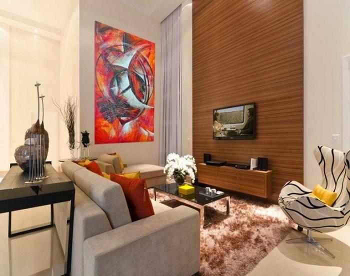 Деревянная стена в гостиной - оригинальное решение в интерьере.