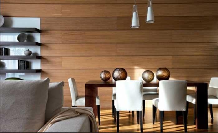Деревянная стена в столовой, создаст домашнюю обстановку.