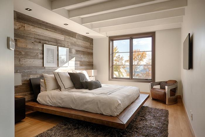 Декорирование спальной и оформление её в дереве - создаст теплую и уютную обстановку.