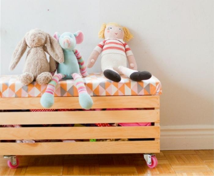 12. Детский пуф, в котором можно хранить игрушки