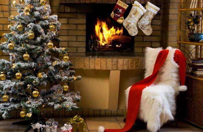 Главным трендом новогоднего сезона считается ёлка, украшенная однотонными шарами