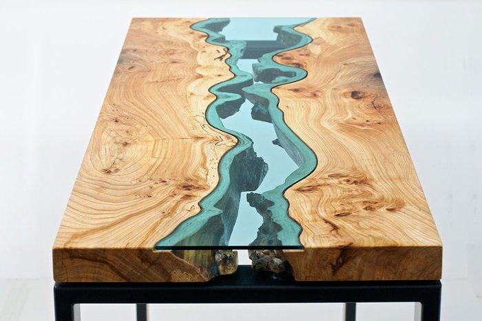 Дизайнер делает мебель из старых (подчас вековых) деревьев, которые упали от старости даже начали гнить