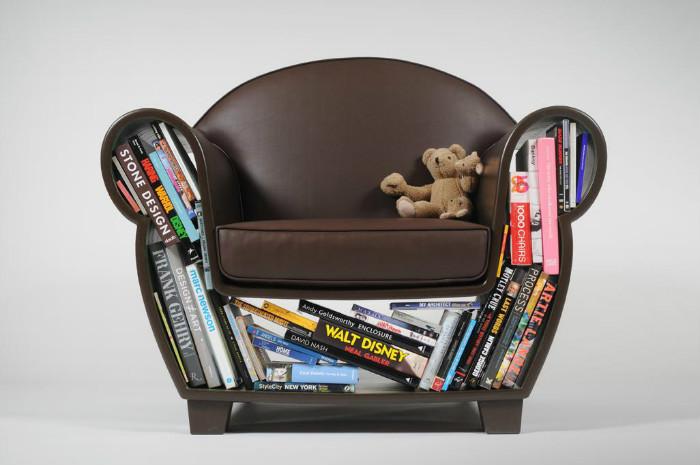 Ниши справляются с функциями журнального столика или книжных полок