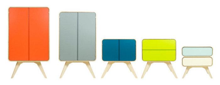 Много шкафчиков разных по цвету и размеру