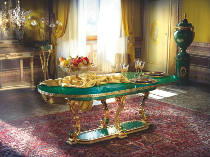 Роскошная мебель с богатой отделкой