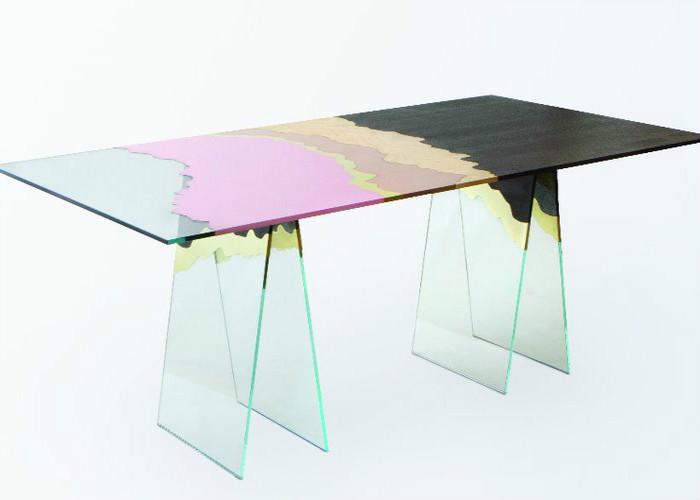 стол из переработанных материалов