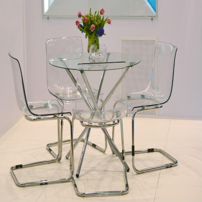 Прозрачная мебель делает воздушным пространство